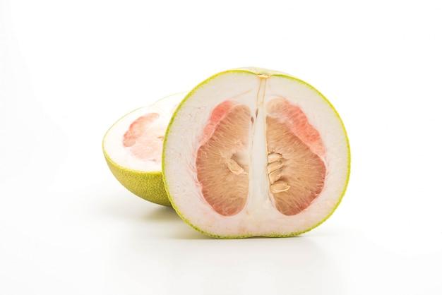 Pomelo fresco isolato