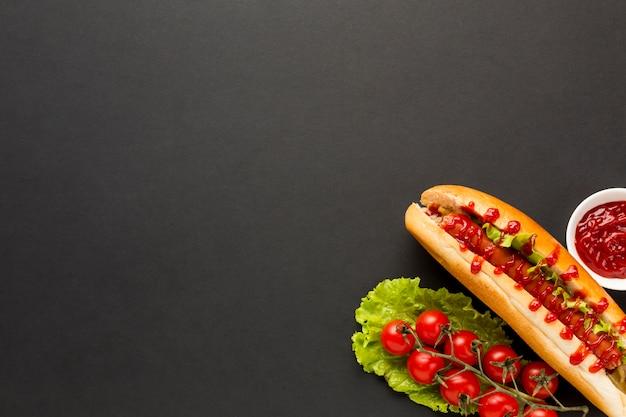 Pomodori freschi con sfondo spazio copia
