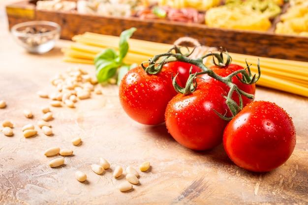 Pomodori freschi per salsa di pasta italiana classica casalinga