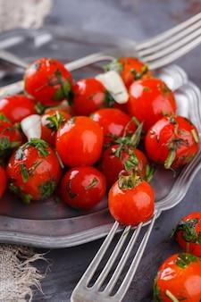 Pomodorini in salamoia