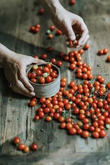 Pomodorini rossi biologici freschi