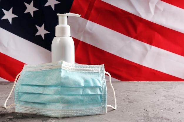 Pompa per alcol disinfettante per mani senza etichetta per lavaggi frequenti e disinfezione mani e maschera usata