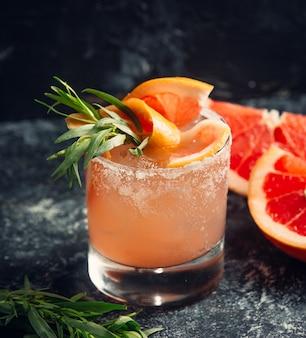 Pompelmo succo d'arancia con ghiaccio