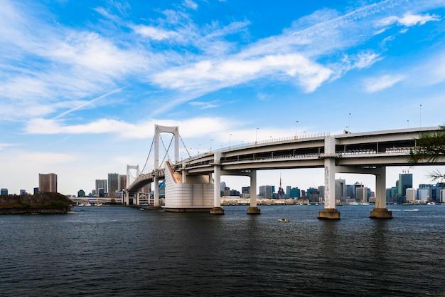 Ponte dell'arcobaleno a tokyo, giappone