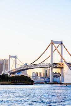 Ponte dell'arcobaleno nella città di tokyo al giappone
