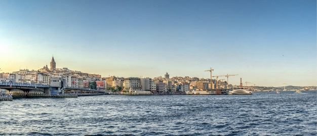 Ponte di galata a istanbul, turchia