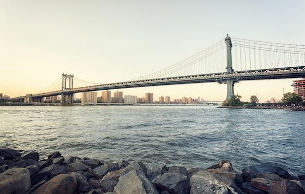 Ponte di manhattan al tramonto