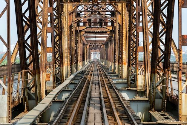 Ponte lungo antico di bien a hanoi