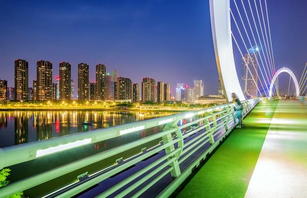 Ponte moderno situato a nanchino, in cina
