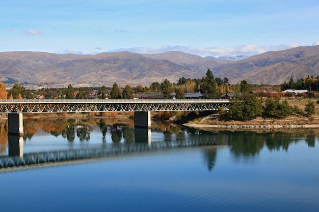 Ponte stradale sul lago di dunstan