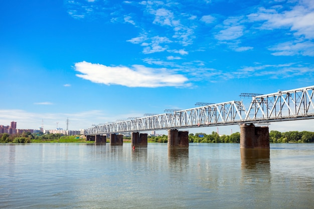 Ponte sul fiume ob