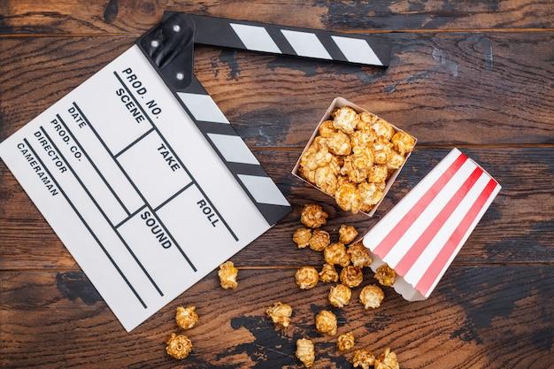 Popcorn al caramello e batacchio in legno