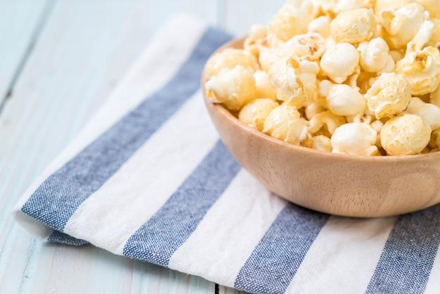 Popcorn dolce su legno