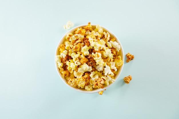 Popcorn in un secchio per una sessione di film