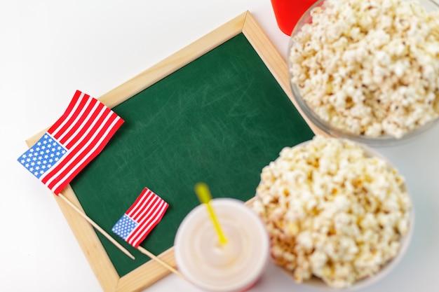 Popcorn in una ciotola di vetro