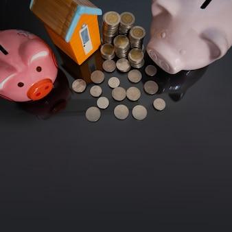 Porcellino salvadanaio con la casetta e moneta su fondo nero