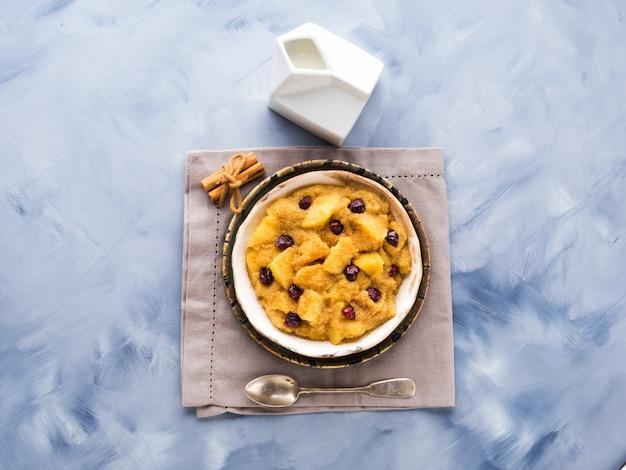Porridge di amaranto con mele e cannella