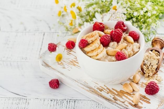 Porridge di farina d'avena estate