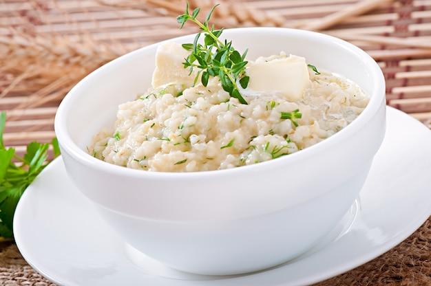 Porridge di grano alle erbe