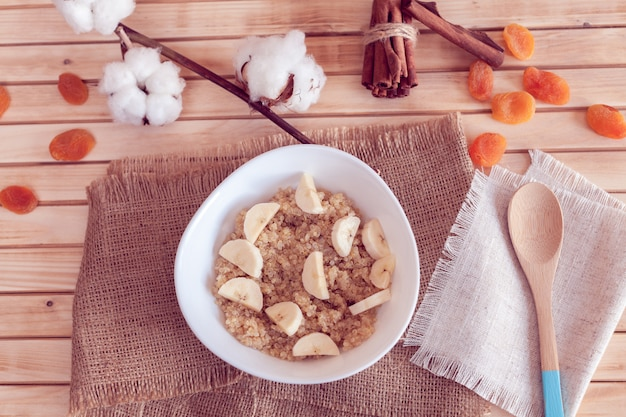 Porridge di quinoa con banana