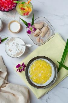 Porridge dolce di fagioli verdi con ricetta di latte di cocco (tao suan).