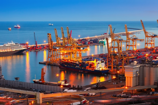 Port de barcelona nella notte