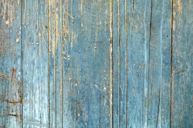 Porta di legno blu vecchio decadimento