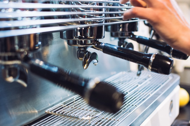 Portafiltro in macchina per caffè espresso