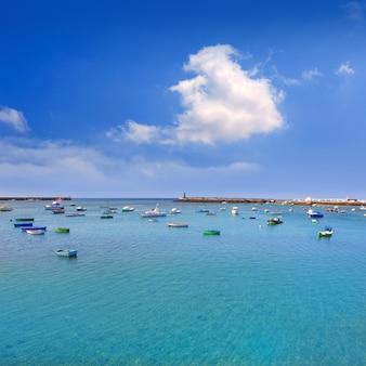 Porto delle barche di arrecife lanzarote in canarie