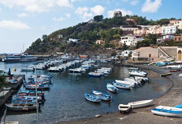 Porto nell'isola di ustica, sicilia
