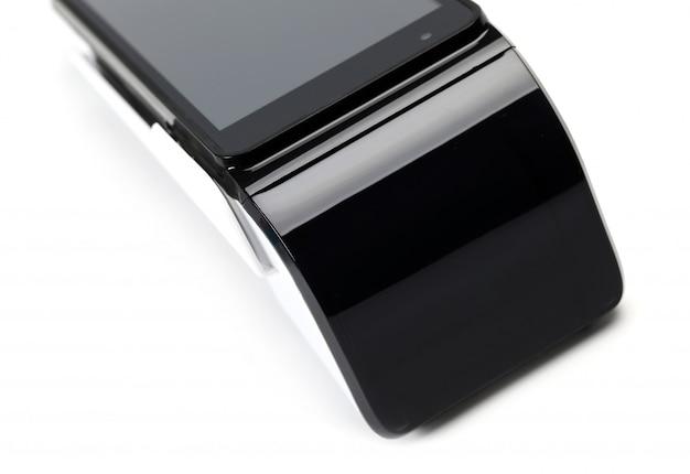 Pos terminale dispositivo per la lettura di carte bancarie isolato sul muro bianco