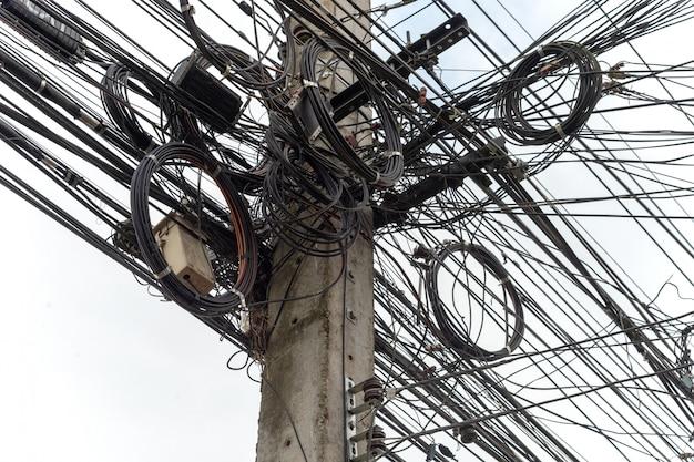 Post di elettricità del primo piano