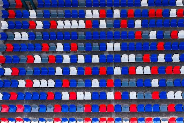 Posti vuoti nella vista dall'alto dello stadio