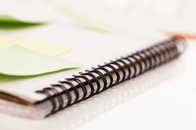 Postit allegato a un quaderno