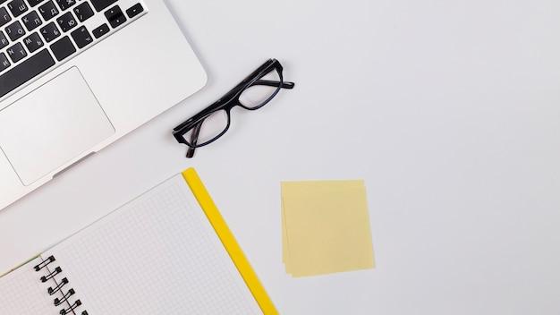 Posto di lavoro scrivania con spazio di copia