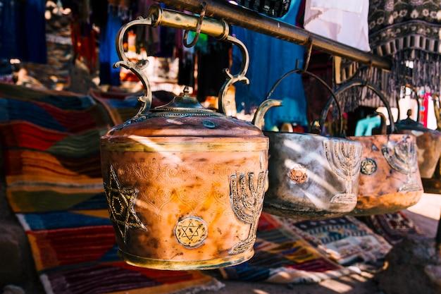 Pot di argilla sul mercato nel marocco
