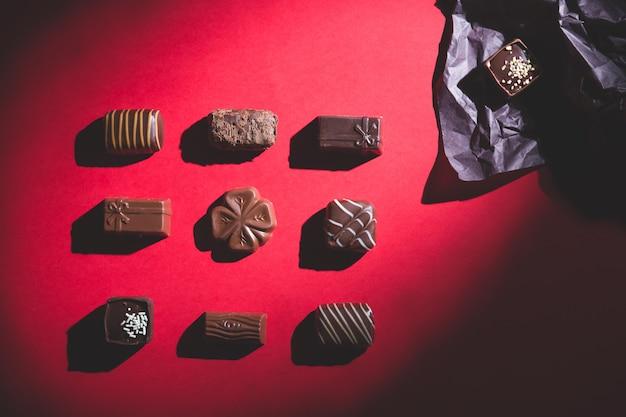 Praline, rosso, ombra profonda, dolce e cioccolato