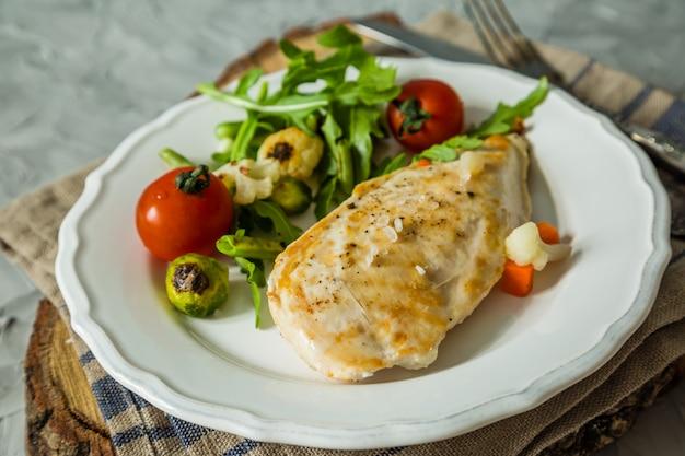 Pranzo - bistecca di pollo con verdure