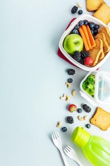 Pranzo sano per andare confezionato nella scatola del pranzo