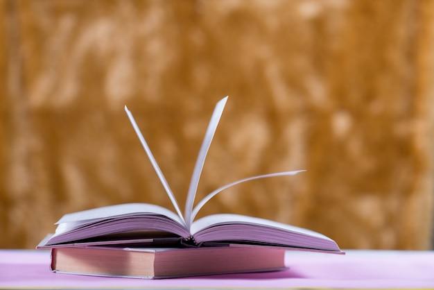 Prenota sulla scrivania, il concetto di educazione