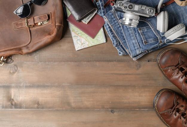 Preparare accessori per lo zaino e articoli da viaggio