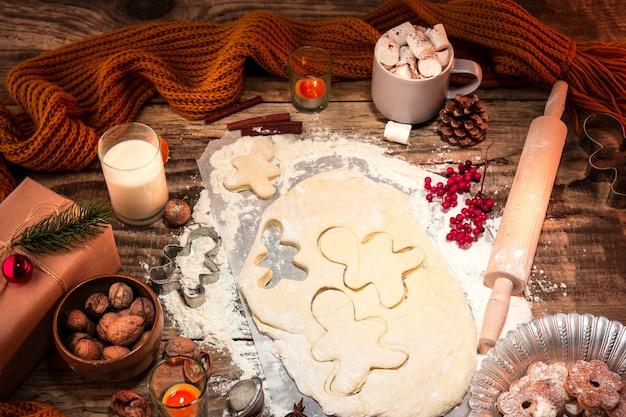 Preparare i biscotti al pan di zenzero