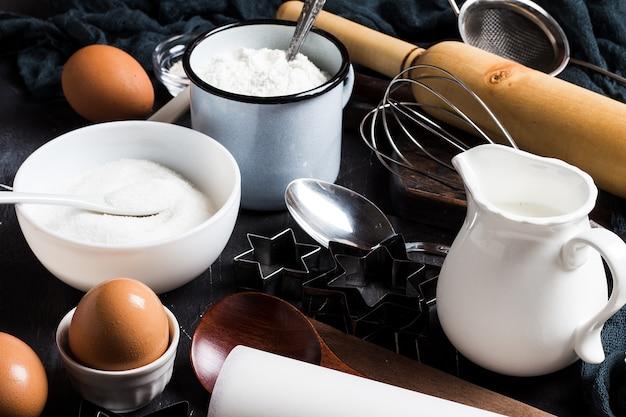 Preparazione cottura ingredienti da cucina per cucinare