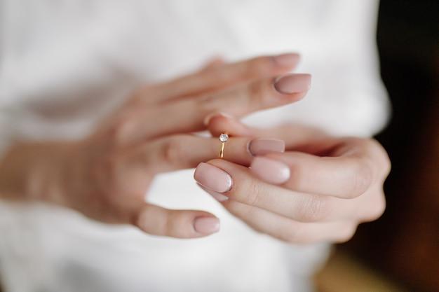 Preparazione del mattino sposa al grande giorno