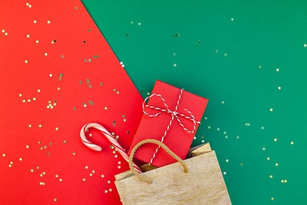 Preparazione di regali di natale o capodanno