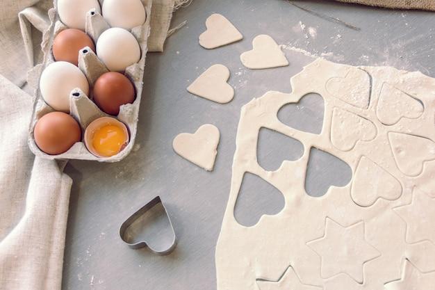 Preparazione per cuocere i biscotti