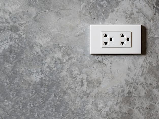 Presa bianca sulla parete della camera