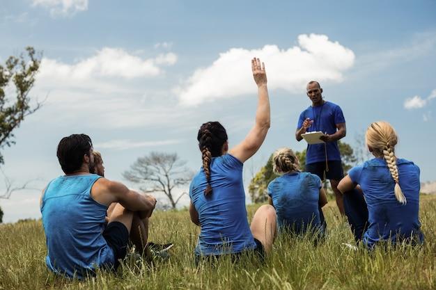 Presenza di presa di allenatore maschio
