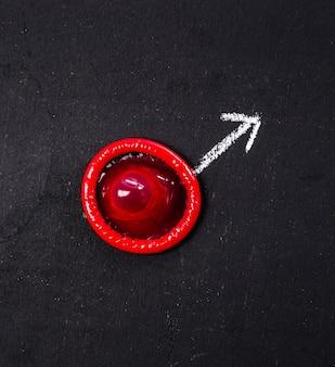 Preservativo rosso con freccia