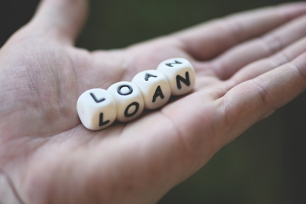Prestito o prestito finanziario per l'accordo di prestito auto e casa e concetto di approvazione